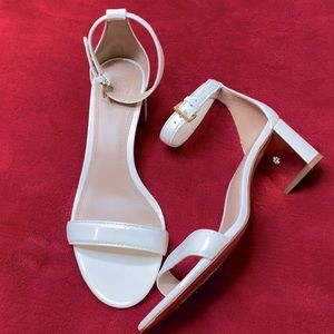 Tory Burch Off White Patent Leather Sandal Sz 7.5